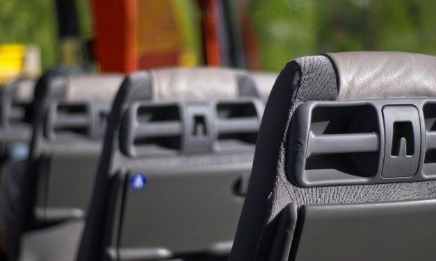 Град у потпуности сноси трошкове за аутобуске месечне карте основаца, док средњошколцима плаћа 30 одсто од пуне цене