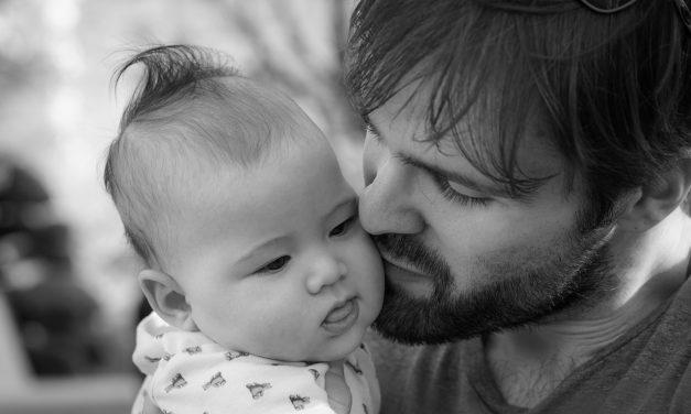 328 očeva u Srbiji tokom 2019. bilo na porodiljskom bolovanju