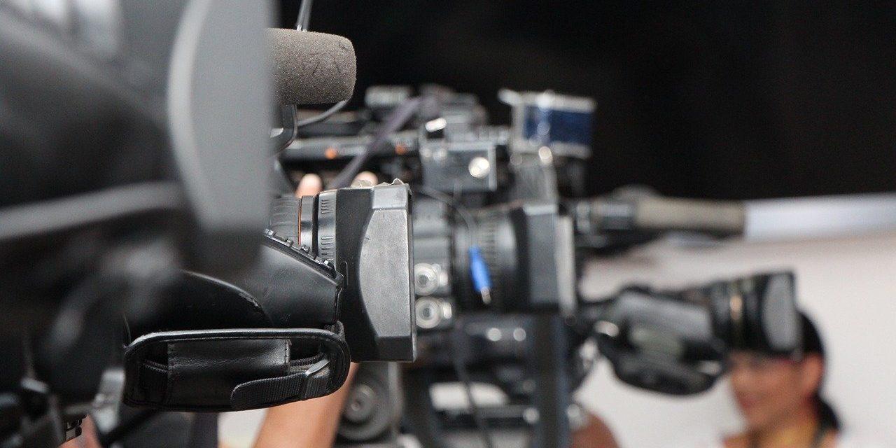 УНС: Прошле године 90 напада на новинаре и медијске раднике