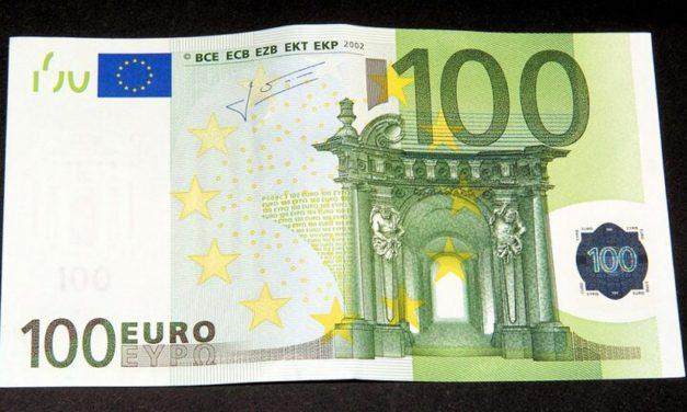 Vučić razmišlja da se svakom punoletnom građaninu da po 100 evra