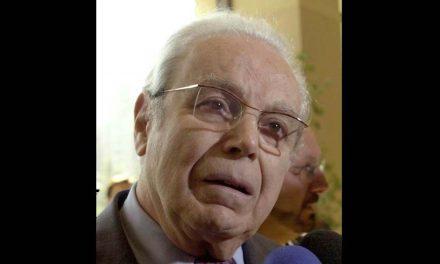 Преминуо бивши генерални секретар УН Перес де Kуељар