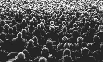 Шта се сматра јавним окупљањем?