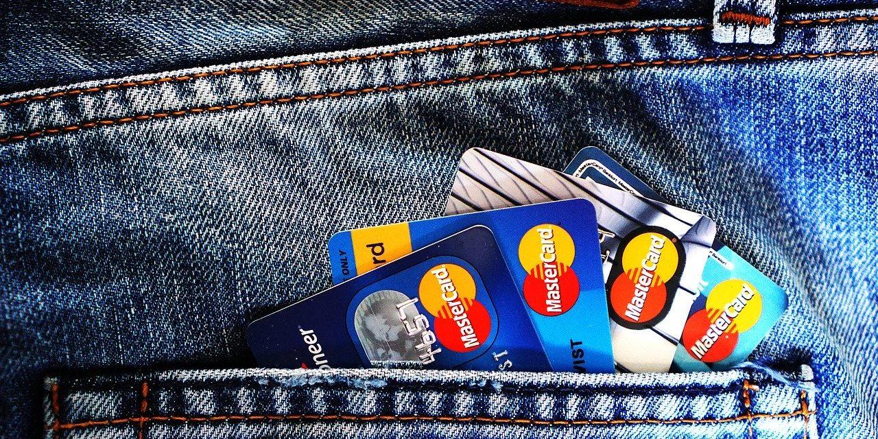Банке саветују: Уместо готовине, користити платне картице и е-Банкинг