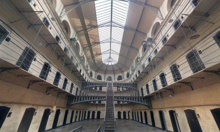 Затвори: Посете укинуте, на снази правила за одбрану од короне