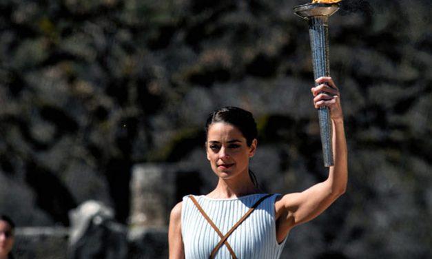 Олимпијски пламен упаљен без публике, доводи се у питање одражавање Олимпијаде