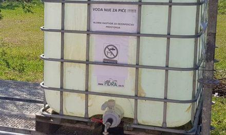 Цистерна са хлорисаном водом за дезинфекцију и у Бусију