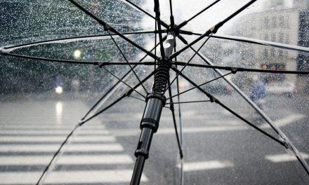 Pad temperature, oblačno, mestimično kiša