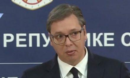 Вучић: Позивам грађане на јединство и молим да се не окупљају до краја маја