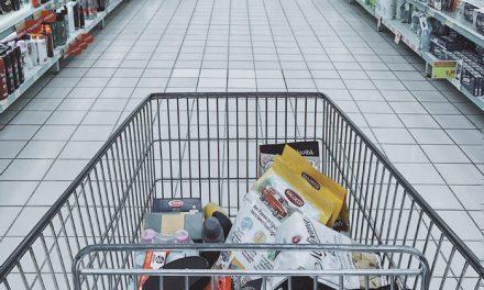 Nešto više od polovine potrošnje najsiromašnijih domaćinstava u Srbiji, odlazi na hranu i bezalkoholna pića