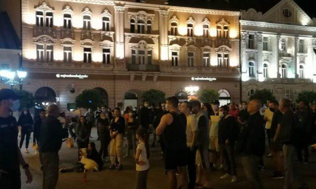 Protest u Beogradu zbog najavljenih mera, upad u Skupštinu i sukob sa policijom