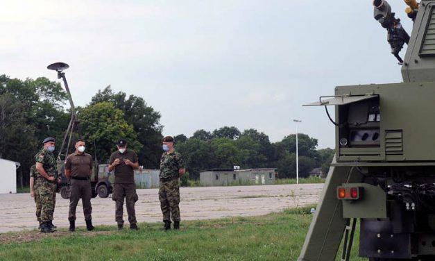 """Ministar Vulin: Razvoj sistema PASARS i modernizacija radara """"Žirafa"""" važni su za Vojsku Srbije"""