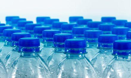 Ponovo napunjena plastična flaša ima preko 300.000 jedinica bakterija po cm2