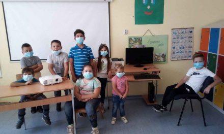 Fondacija Princeze Katarine i humanitarna organizacija Lajflajn Čikago obezbedili pomoć od 10.750 dolara školi u selu Bliznak