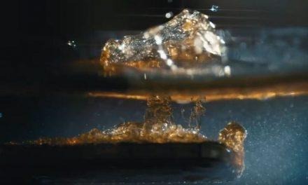Prvi antibakterijski telefon na svetu – Može da se pere sapunom i izbeljivačem (VIDEO)