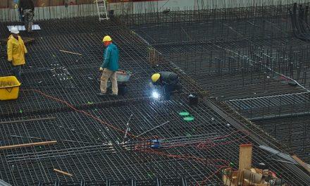 Zakon o bezbednosti na radu – Problemi u sprovođenju u visokorizičnim delatnostima, građevinarstvu, industriji i poljoprivredi