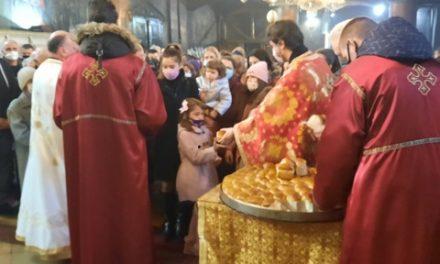 Veliko Gradište: Vernici dočekali Božić uz česnicu