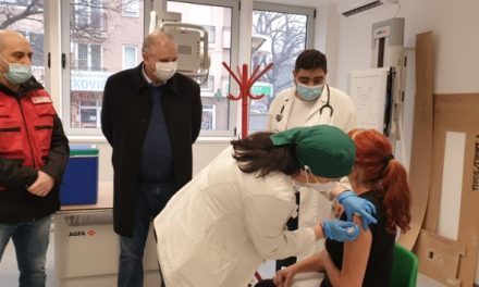 Počela vakcinacija protiv COVID19 u Velikom Gradištu: Predsednik opštine obišao punkt za vakcinaciju