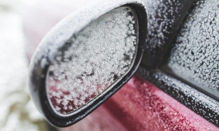 Vozači, ako ne očistite sneg sa svojih vozila, sledi vam novčana kazna