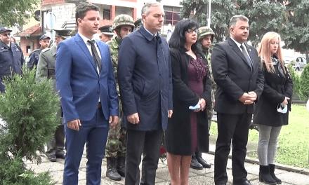 Polaganjem venaca na spomenik palim borcima obeležen Dan oslobođenja opštine Malo Crniće
